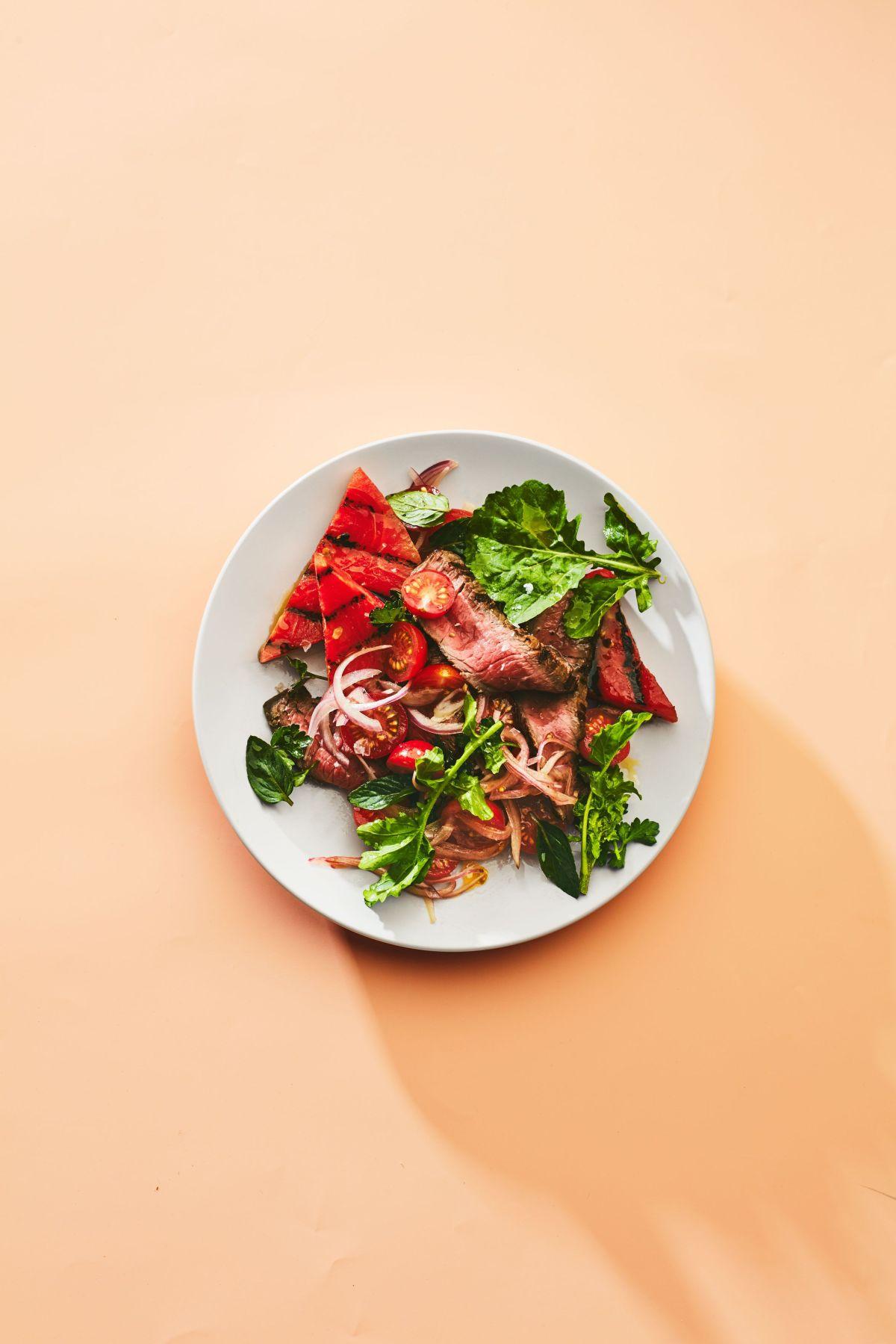 Một bữa ăn giảm cân lành mạnh: giàu đạm, rau, xơ, ít tinh bột và chất béo