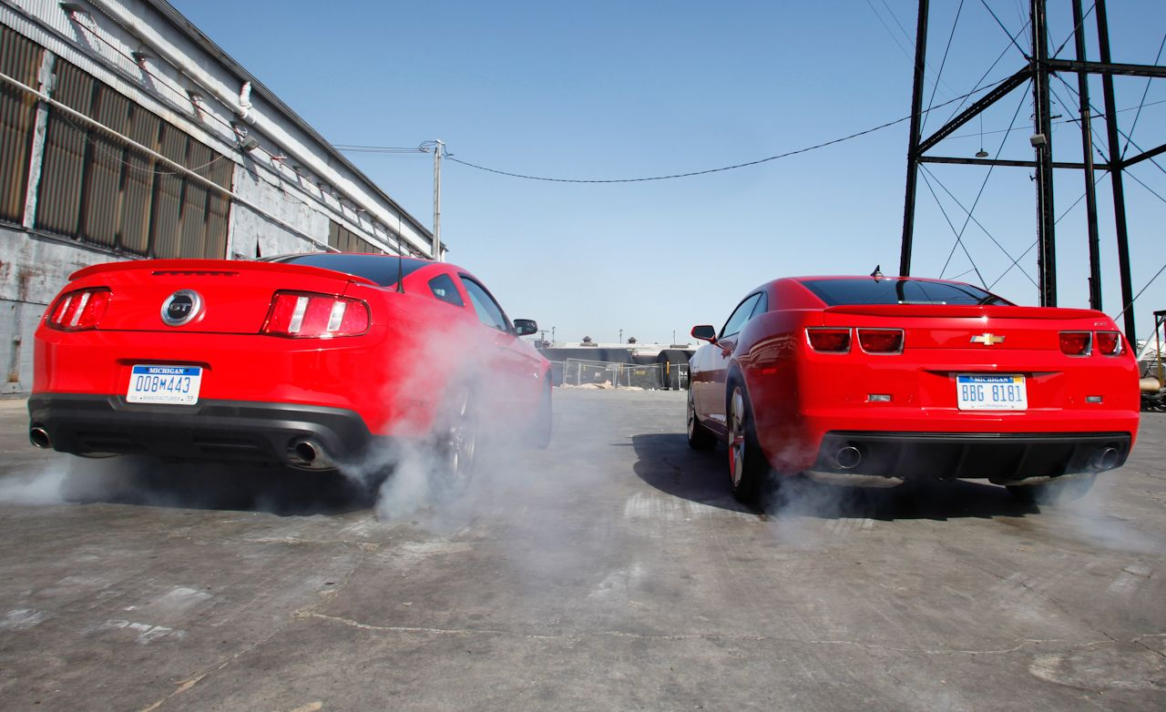 2011 ford mustang gt 5 0 vs 2010