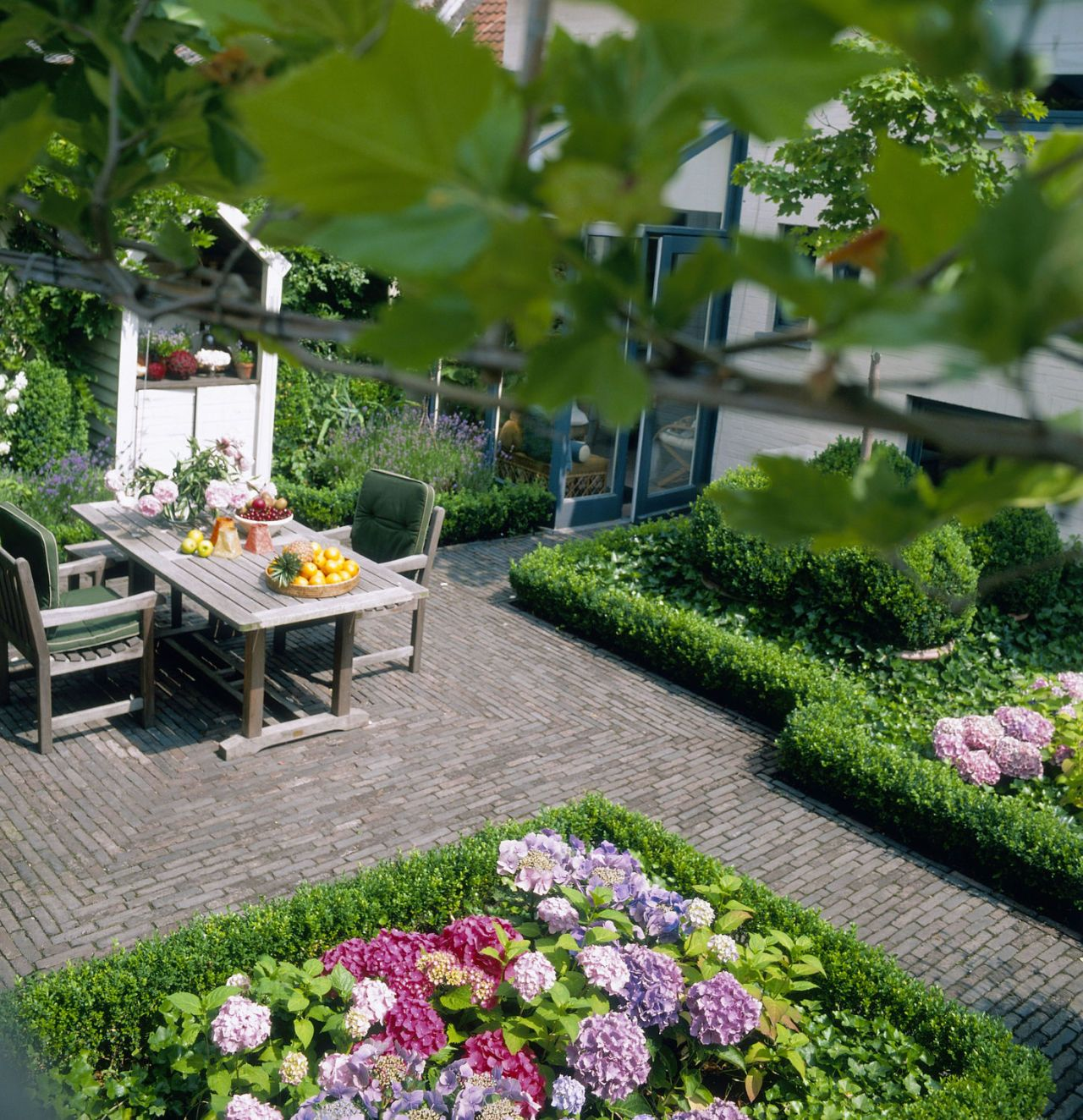 Courtyard gardens: how to get the wow factor all year round on Courtyard Patio Ideas id=23154