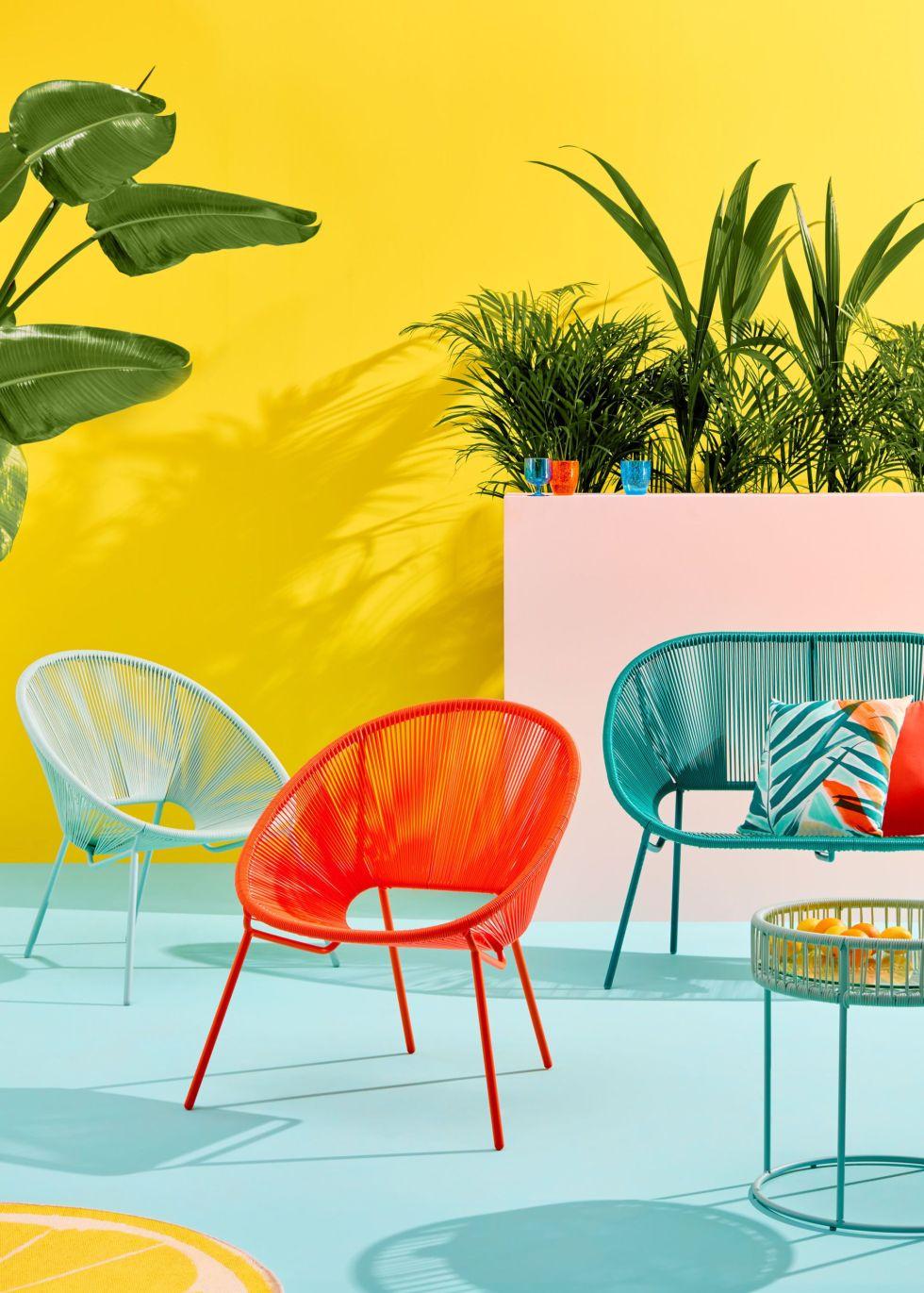 Rosso, giallo e e verde, dal verde più accesso alle tonalità pastello: gli arredi perfetti per il giardino
