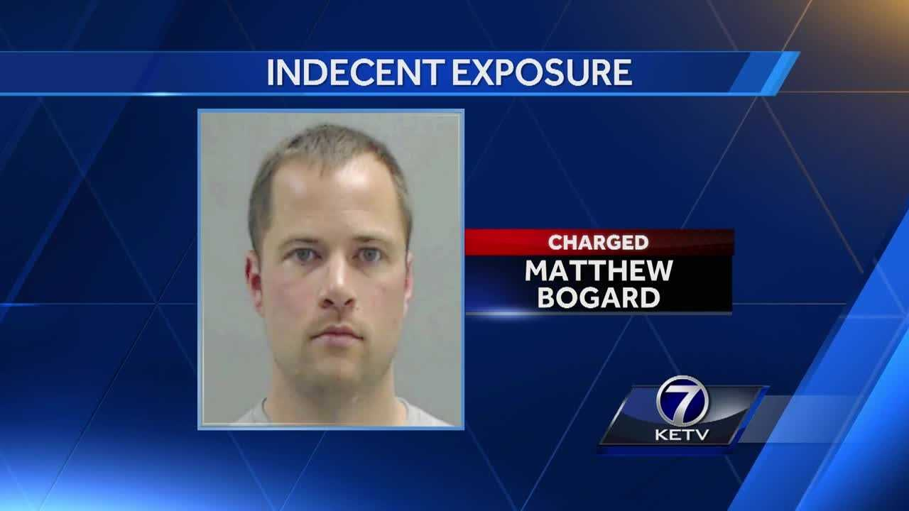 Iowa doctor arrested for allegedly exposing himself