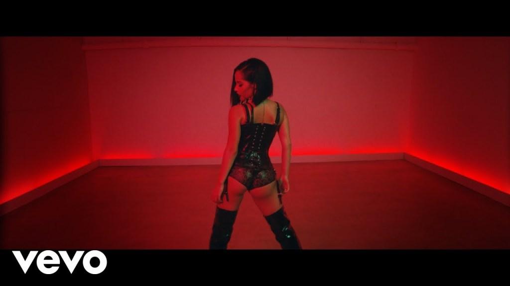 Becky G – MALA SANTA (Video)