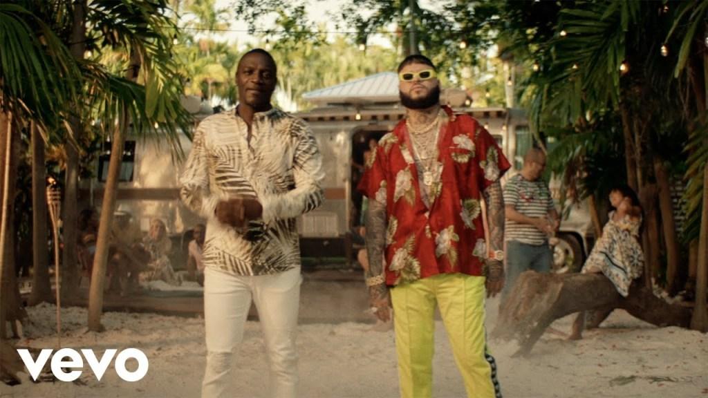 Akon – Solo Tu ft. Farruko (Video)