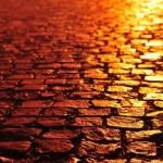 夕陽に照らされた石畳