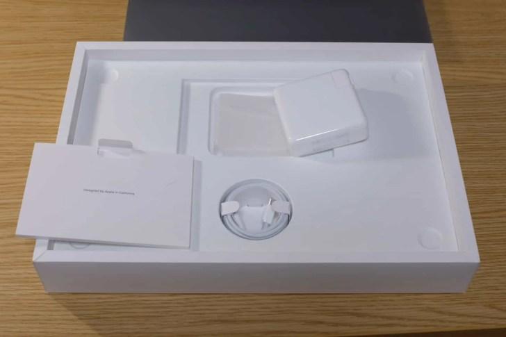 16インチ MacBook Pro,化粧箱,中身