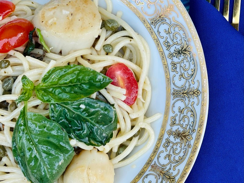 Scallops Artichokes Hearts Capers with Tomatoes and Basil Pasta