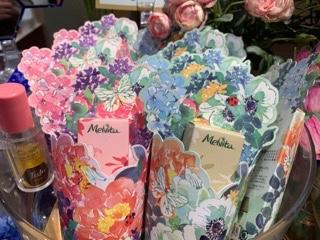 メルヴィータタッチオイル 花束柄