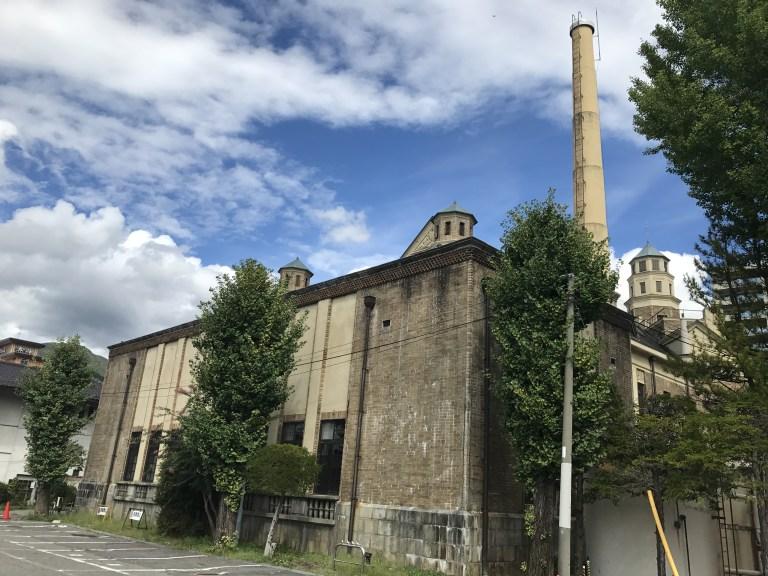 片倉館 駐車場から見た建物
