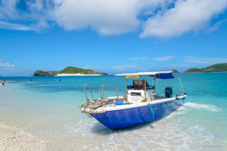 水上タクシーでア安慶名敷島