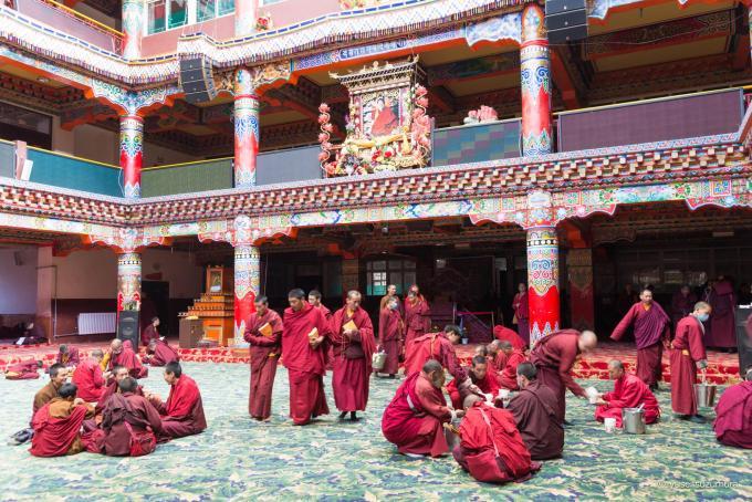 チベット寺院 ラルンガルゴンパ
