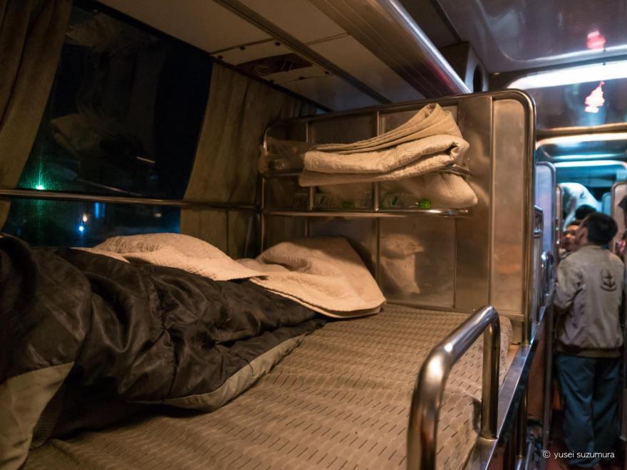 ラオス 寝台バス