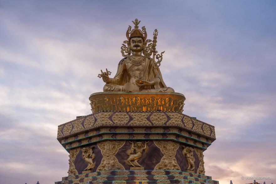 アチェンガルゴンパ 夕方 仏像