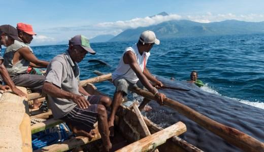 マッコウクジラの捕獲が唯一認められている世界でたった一つの村。ラマレラ村へのアクセス方法