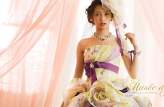 人気の大政絢さんデザインドレス