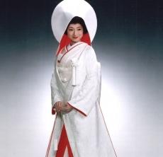 裏が赤地の唐織でできた白無垢