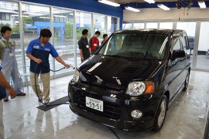 コーティングの基本は洗車から。汚れをキレイに落とす洗車が伝授されます。