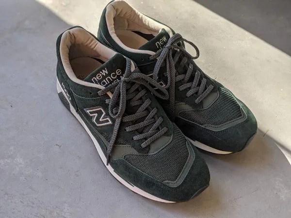 UKメイドの名品番【ニューバランスM1500・レビュー】サイズ感や履き心地を元靴屋が紹介・全体置き画像