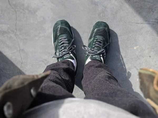 UKメイドの名品番【ニューバランスM1500・レビュー】サイズ感や履き心地を元靴屋が紹介・着用真上画像