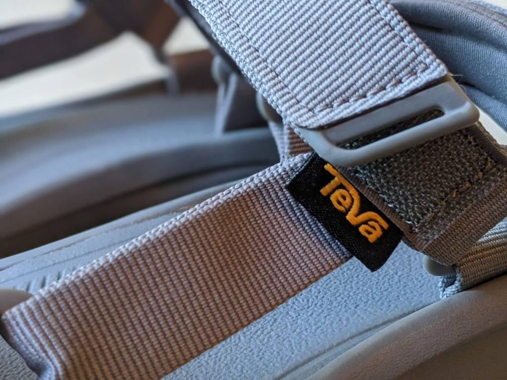 【レビュー】TEVA/テバ ハリケーンXLT2・サイズ感や履き心地を元靴屋が紹介・ブランドタグ画像