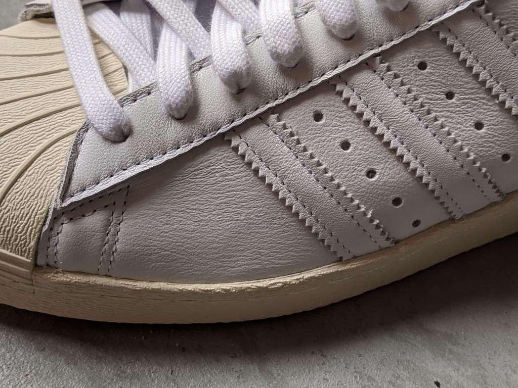 【お手軽で簡単】スニーカーの汚れをキレイに落とす、おすすめクリーナー・道具を元靴屋が紹介・レザー素材画像1