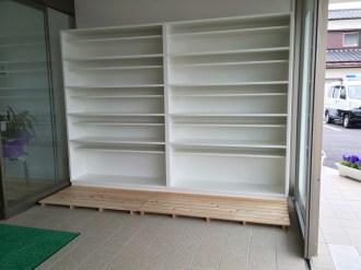 お店向けのシンプルな玄関収納です。