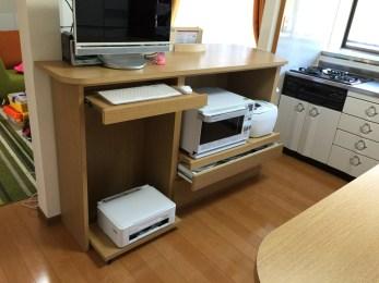 お客様の使用する電化製品に合わせたスライド式の収納棚を製作しました。