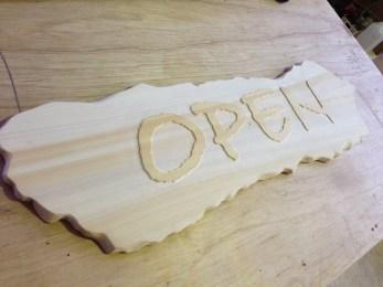 お店の看板OPENを製作させて頂きました。