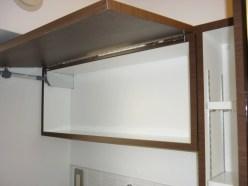 鏡は見るだけでなく、収納スペースを設置しています。使い勝手が考えシンプルで大きめの収納スペースを用意しました。