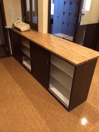 中には可動式の棚を設置することで実用性に優れた作りを目指しました。