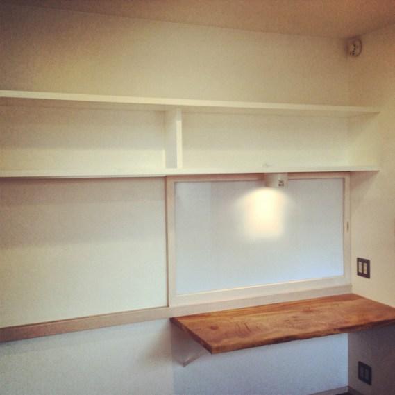 モノを置ける棚を製作しました。