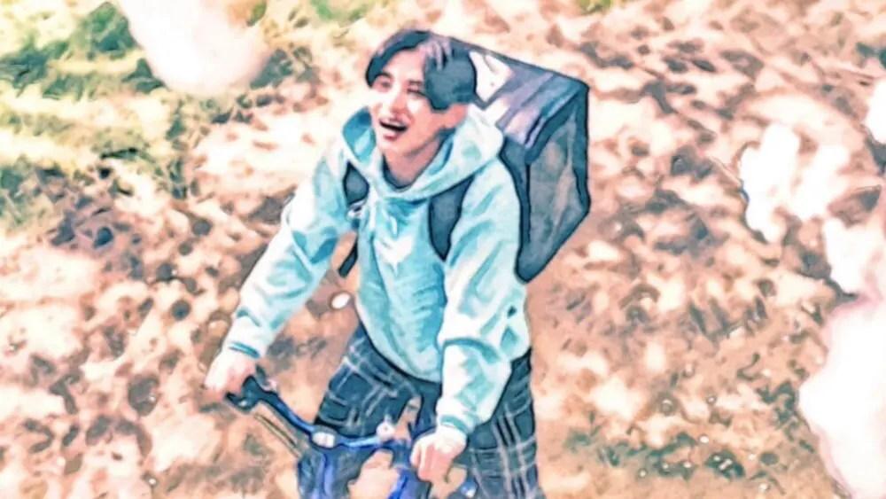 レモラを運ぶ山田涼介