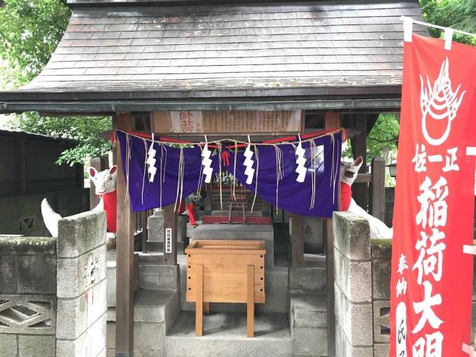 伏見稲荷社拝殿