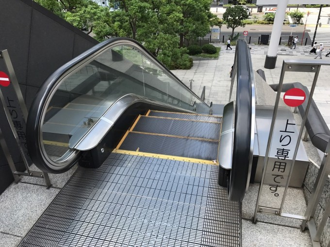 日枝神社エスカレーター