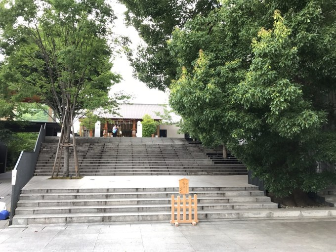 赤坂神社境内