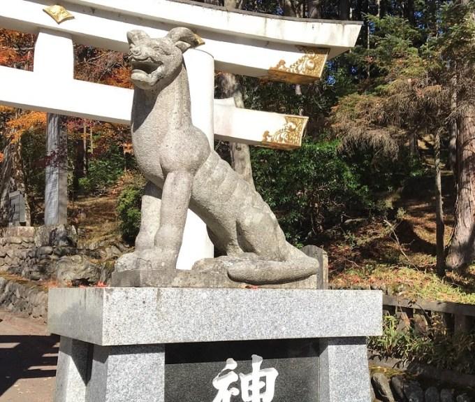 三峯神社狛狼右1