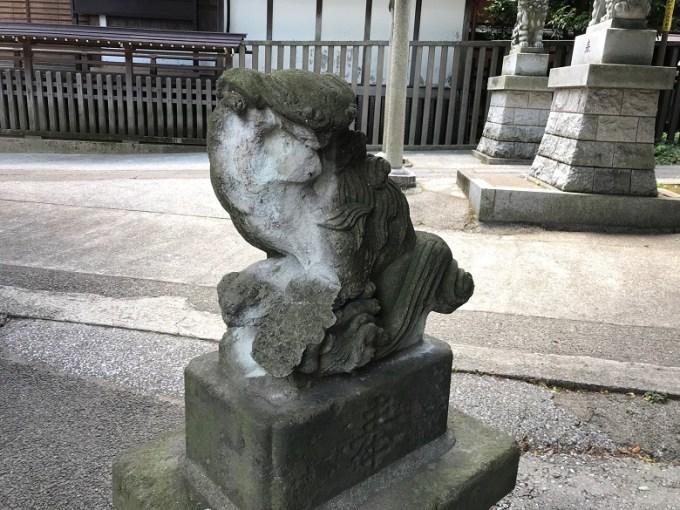 滝野川八幡神社裏参道狛犬右