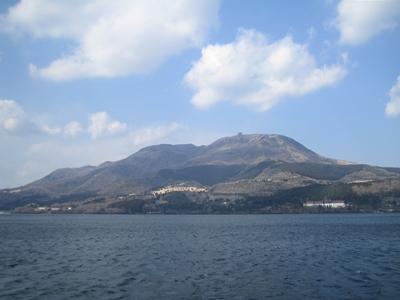 芦ノ湖の海賊船から駒ヶ岳をのぞむ