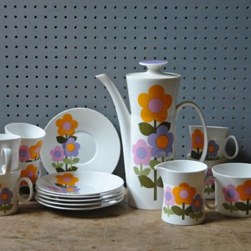 Vintage Dolly Days coffee service | H is for Home