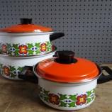 Floral saucepan set