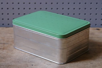 Green vintage sandwich tin | H is for Home