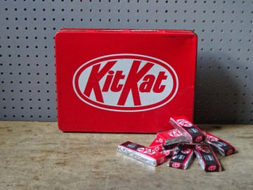 Vintage Kit Kat tin | H is for Home
