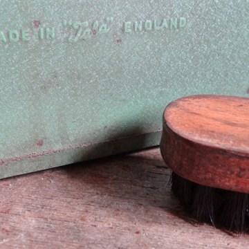 Metal shoe shine box