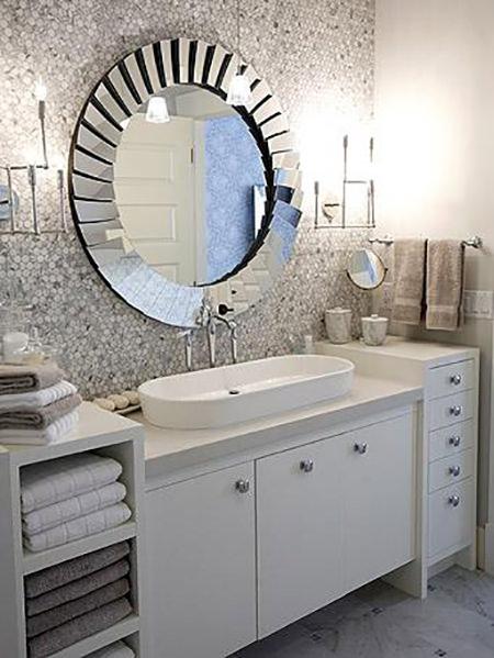 Reflective bathroom fittings and wall tiles