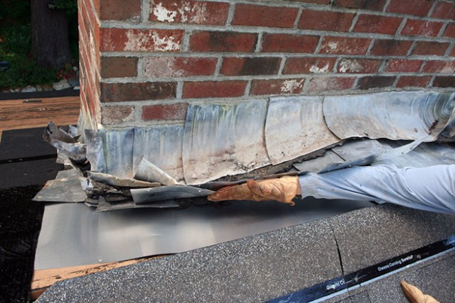 Repairing roof flashing
