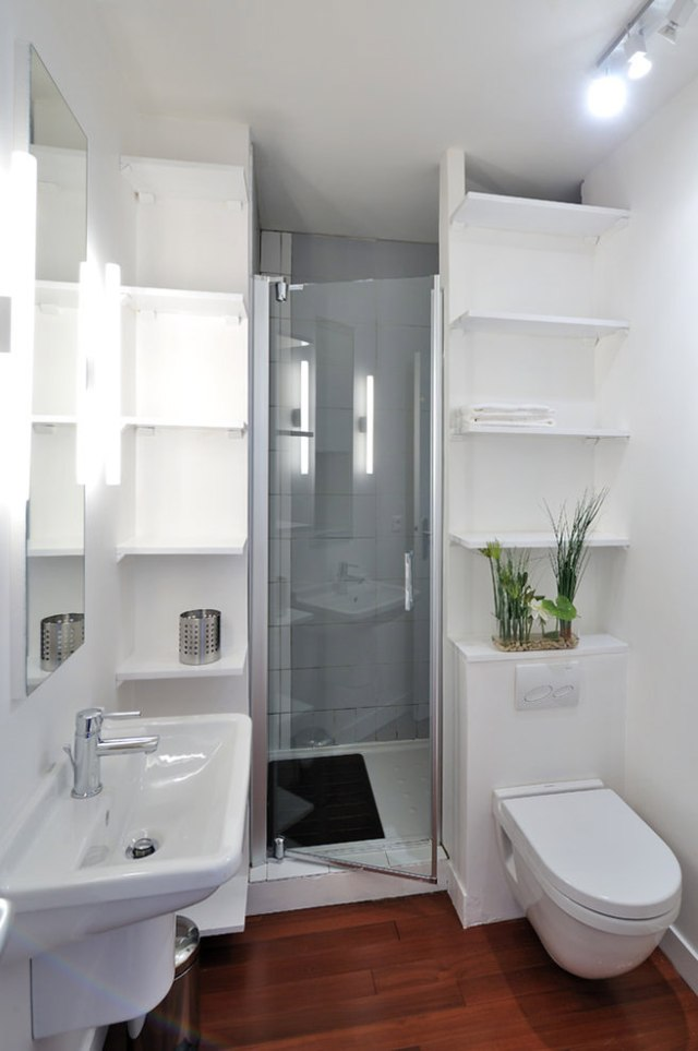 Vertical shelving in a compact bathroom