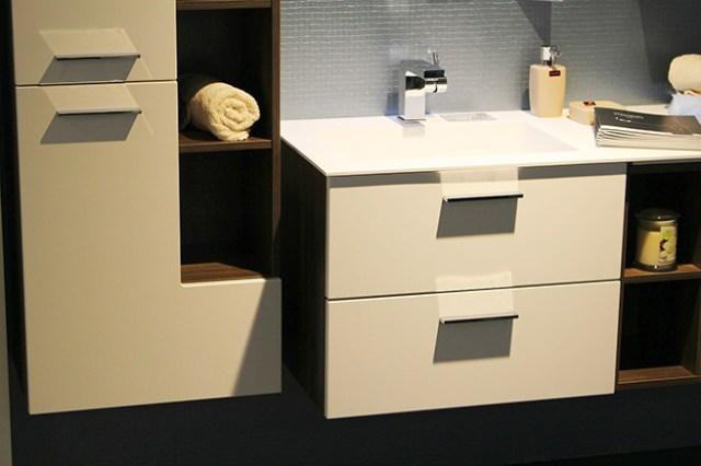 Glossy bathroom vanity unit