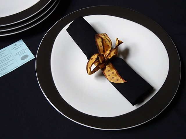 Black & white Seltmann Weiden porcelain dinner plates with black linen napkin | H is for Home