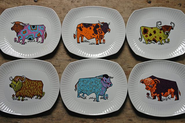 Set of 6 vintage Beafeater steak plates by English Ironstone Pottery | H is for Home