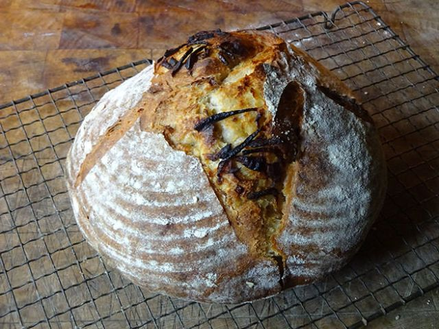 Home-made caramelised onion sourdough loaf | H is for Home #recipe #sourdough #baking #realbread