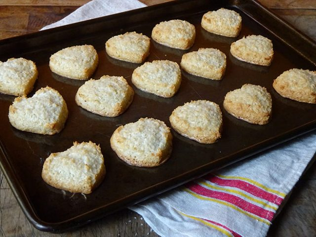 Cooked coconut macaroons hearts | H is for Home